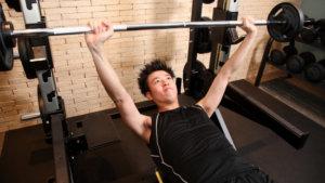 【初心者から始める】ベンチプレスのやり方!正しいフォームで効かせたい筋肉にしっかり効かせるコツ!