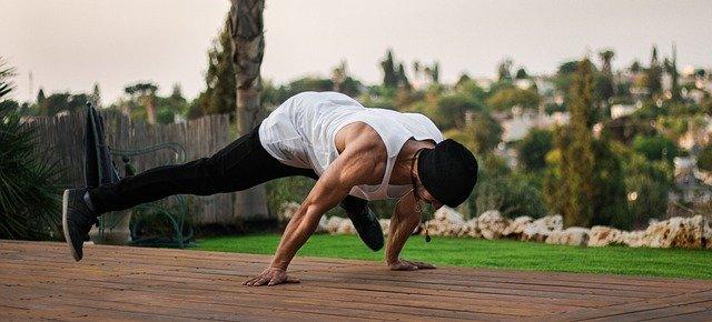 背中の自重トレーニング